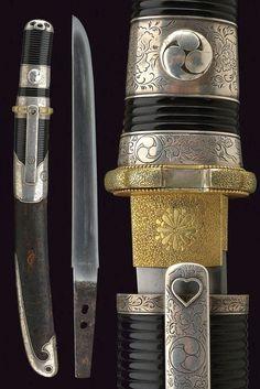 A beautiful tanto with silver Aikuchi : Lot 275