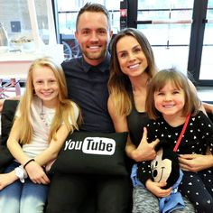 Kinda an old photo but really good vloggers Youtube I, Youtube Stars, Family Tv, Family Goals, Merrell Twins, Brooklyn And Bailey, Andi Mack, Daily Video, Zoella