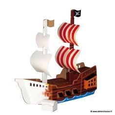 Ce bateau en carton est idéal pour les jeunes artistes qui souhaitent se lancer dans une construction d'une belle taille (navire de 46.5 cm de long) et avec une liberté totale pour décorer leur jouet. Le support uni blanc rend toutes les décorations possibles : peintu