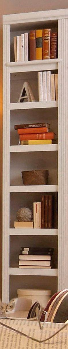 Home affaire Serie »Soeren«.  Hochwertige Massivholz-Möbel aus massiver, FSC®-zertifizierter Kiefer, in gelaugt/ geölt, kolonialbraun oder weiß gebeizt und lackiert.   Die schöne Möbelserie fällt durch die dekorativen Fräsungen auf und ist ein echter Hingucker im Büro oder auch im Wohnzimmer.  Die verschiedenen Regale bieten Stauraum für Bücher, CDs, Aktenordner und vieles mehr. Erweitern Sie d...