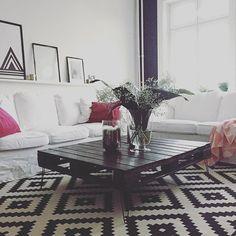 #interior #ikea #meinikea #ektorp #palettetable #palettentisch #black #white #einrichtung #livingroom #blackandwhite