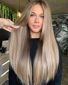 Honey Blonde Hair, Blonde Hair Looks, Blonde Hair With Highlights, Brown Blonde Hair, Ashy Blonde, Beige Blonde Hair Color, Cheveux Beiges, Hair Color Guide, Brown Hair Balayage