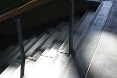 Skridsikre trappetrin i beton Aarhus, Tile Floor, Stairs, Flooring, Home Decor, Stairway, Decoration Home, Room Decor, Tile Flooring