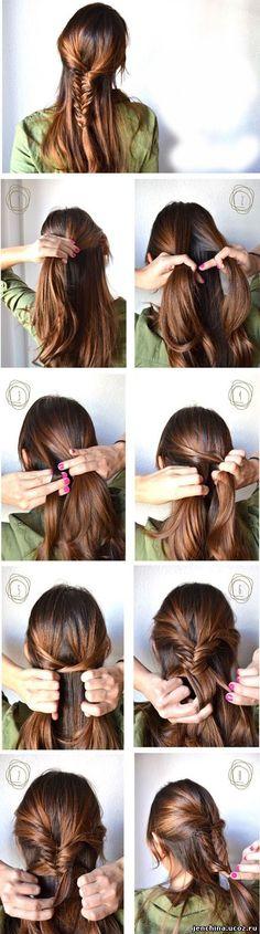 ■1.耳上の髪を後ろに集める。■2.①をふたつに分け、フィッシュボーンに編んでいく。ゴムで留める。