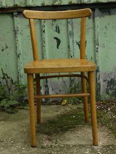 50 zł: Sprzedam wyjątkowe, rzadko spotykane krzesło z czasów prl. Krzesło jak na swój wiek w bdb stanie. Stabilne, drewno zdrowe, lakier jeszcze całkiem ok. Model który jest raczej niedostępny. Możliwa wysy... Coffe Table, Bar Stools, Retro Vintage, Dining Chairs, Model, Furniture, Home Decor, Homemade Home Decor