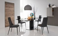 Cosmic Extending Table With Glass Top by Calligaris. What is great about the Cosmic extending table with glass top is the central pedestal base Metal Dining Chairs, Dining Table, Dining Sets, Furniture Making, Modern Furniture, Furniture Showroom, Furniture Stores, Surface Table, Cosmic