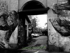 #milano #milanodaclick #bnw_magazine #bnw_of_our_world #follower4follower #instagram #murales #portoni #soniamarschaleck #street #strade #blackandwhite #milanodavedere by soniamarschaleck
