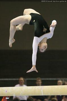 Amazing Gymnastics, Gymnastics Pictures, Sport Gymnastics, Artistic Gymnastics, Body Gestures, Figure Drawing Models, Gymnastics Photography, Body Photography, Female Gymnast