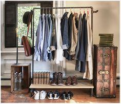 http://www.vintageandchicblog.com/2013/03/ideas-diferentes-para-colgar-tu-ropa.html