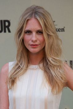 Poppy Delevigne shows us a perfect tousled 'do. #waves #blonde #hair