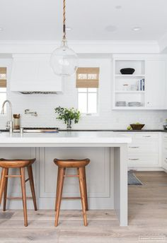 What makes a beautiful modern farmhouse kitchen? Here we feature some of the most prevalent, and important, key elements of modern farmhouse kitchen design that we are seeing in some of the most stunning kitchens today Home Decor Kitchen, Interior Design Kitchen, New Kitchen, Kitchen Ideas, Kitchen Wood, Interior Ideas, Distressed Kitchen, Kitchen Paint, Interior Paint