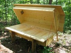 Natural Beekeeping | Horizontal Hives | Do-It-Yourself Plans THIS IS PSYCHOTIC. YOU SLEEP ON YOUR BEES.