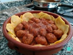 Aprende a preparar albóndigas de carne con salsa española - ¡Para chuparse los dedos! con esta rica y fácil receta. Mirad que súper receta de albóndigas de carne con...