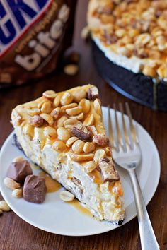 This no-bake Snickers cheesecake is sure to be a big hit with friends and family. This delicious cheesecake is perfect serving taking only 30 mins prep. Snickers Cheesecake, Snickers Candy Bar, Cheesecake Cake, Cheesecake Recipes, No Bake Desserts, Dessert Recipes, Fudge Sauce, Hot Fudge, Savoury Cake