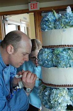 The hydrangea wedding cake