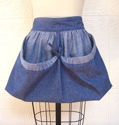 Harvest Bag Garden Apron of lightweight denim! Perfect for collecting my eggs & veggies! Want!