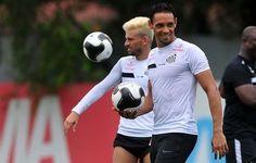 Ricardo Oliveira pede para Lucas Lima mudar cabelo antes de ir para Seleção  http://santosjogafutebolarte.comunidades.net/seu-placar-de-santos-x-corinthians