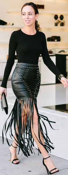Sydne Style wears a black leather fringe skirt Fashion Week, Look Fashion, Fashion Outfits, Womens Fashion, Fashion Trends, Latest Fashion, Curvy Street Style, Look Con Short, Look Plus Size