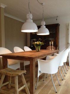 Creëer een stoere Scandinavische woonstijl met hout én de witte factory lamp van HK Living.