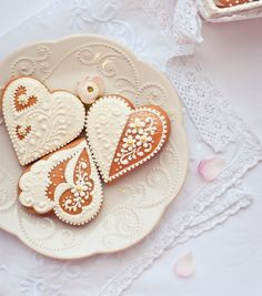 ginger bread lace frosting... Winter wonderland . i love just looking at these.