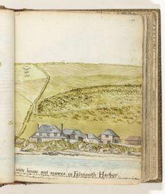 Jan Brandes | Huis in de haven van Falmouth, Jan Brandes, 1778 | Kleurtekening van een aantal huizen aan zee tegen een achtergrond van een steile groene kust. De tekening is gemaakt vanaf de voor anker liggende Oostindiëvaarder 'Holland'. Een sloep vaart mensen naar de wal. Met opschrift. Onderdeel uit het schetsboek van Jan Brandes, dl. 2 (1808), p. 67.