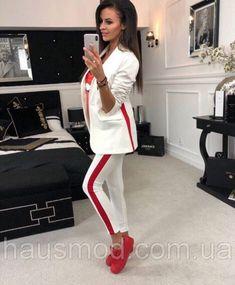 06e379b352d Женский костюм пиджак с лосинами белый с красным лампасом полосой
