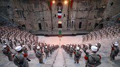 COMMÉMORATION. Chaque année, la Légion étrangère rend hommage aux héros de la bataille de Camerone comme ici, lors d'une cérémonie au Théâtre antique d'Orange, le 30 avril 2014. Le célèbre mythe se résume par l'héroïque résistance des 60 légionnaires face aux 1200 soldats mexicains.