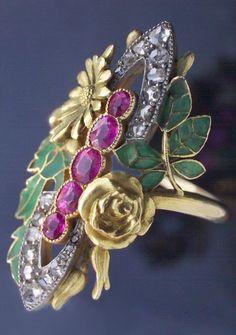 ART NOUVEAU RING, Bouquet de l'été, gold plique-à-jour enamel, rubies and diamonds, French assay marks, circa 1900. #ArtNouveau #ring