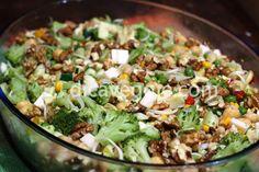 Salada colorida de grão de bico Cobb Salad, Grains, Salads, Rice, Yummy Food, Sauces, Tailgate Desserts, Chickpeas, Cabbage
