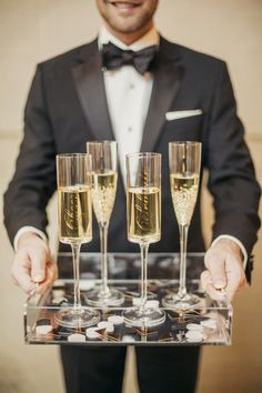 Pop the Bubbly — This New Year's Eve Wedding is How You Ring in a New Year Source by appycouple New Years Eve Weddings, Dc Weddings, New Years Eve Party, Wedding Snacks, Edible Wedding Favors, Groomsmen Fashion, Groom And Groomsmen, Style Blog, New Years Eve Quotes