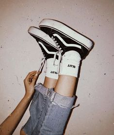 Uploaded by 𝘱𝘢𝘶𝘭𝘪𝘦𝘯. Find images and videos about girl, style and grunge on We Heart It - the app to get lost in what you love. Vans Vintage, Hipster Vintage, Style Hipster, Vintage Grunge, Grunge Style, Vintage Soft, Retro Vintage, Yellow Vans, Pink Vans