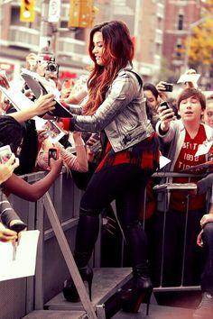 My idol everyone : Demi Lovato❤️