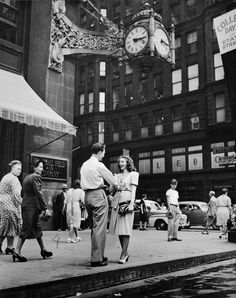 chicagohistorymuseum: Boy meets girl under the Marshall Field's clock on State Street, September 20, 1947. Photograph from the Chicago Daily News. Want a copy of this photo? >Visit our Rights and Reproductions Department and give them this number: ICHi-25669