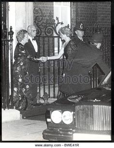 Diana Princess Of Wales alone - November 1989 Mrs Margaret Thatcher With Husband Denis Thatcher Greet Princess Diana As - Stock Image Prince Charles And Diana, The Iron Lady, British Prime Ministers, Margaret Thatcher, Prince Of Wales, British History, Elizabeth Ii, Princess Diana, Old Things