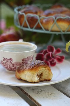 Smakowity Blog Kulinarny: Rogaliki drożdżowe z jabłkiem w cynamonie