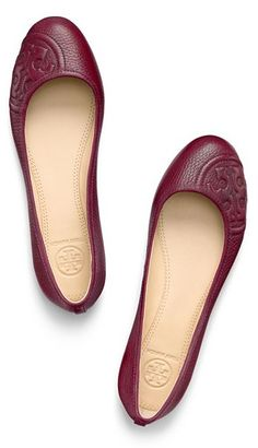 Love these pretty Tory Burch ballet flats - take 25% off with code: FRIENDLIEST http://rstyle.me/n/qys9mnyg6
