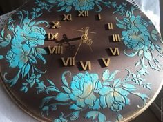 Like the numbers in the middle and design on the out side. Decoupage Furniture, Decoupage Box, Decoupage Vintage, Clock Art, Diy Clock, Clock Decor, Sculpture Painting, Painting On Wood, Hobbies And Crafts