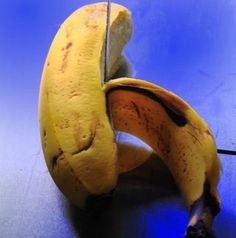 Ways to put used peels to work, including removal of those inconvenient splinters. While watching NCIS, Abby told Very Special Agent Anthony Dinozzo to use a banana peel to remove his splinter.  I had to check it out! | Life Hacker