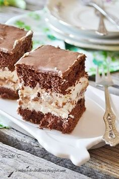 It's not like that, you'll just have to try our vegan tiramisu recipe! Vegan tiramisu is easy to prepare and fun Vegan Tiramisu, Dinner Party Desserts, Chocolate Pound Cake, Polish Recipes, How To Make Chocolate, Vegetarian Chocolate, Cake Cookies, Sweet Recipes, Delicious Desserts
