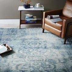 WEST ELM: grand choix de tapis à prix raisonnables. 30 % rabais sur tout les tapis début juin!  Distressed Arabesque Wool Rug - Midnight #westelm