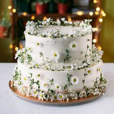 16 Stunning Summer Wedding Flowers to Embrace in June, July and August. One 16 Stunning Summer Wedding Flowers---daisy decorated wedding cake for rustic country weddings, garden wedding theme, diy wedding food Daisy Wedding Cakes, Summer Wedding Cakes, Wedding Cakes With Flowers, Summer Weddings, Fall Wedding, Cake With Flowers, Sugar Flowers, 2 Tier Wedding Cakes, Edible Flowers Cake