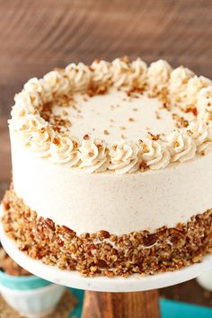Buttery pecan cake with browned butter frosting! Buttery pecan cake with browned butter frosting! Butter Pecan Cake, Butter Frosting, Pecan Praline Cake, Butterscotch Cake, Butter Cakes, Mini Cakes, Cupcake Cakes, Sweets Cake, Cupcakes