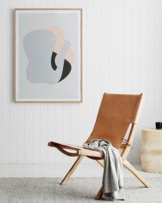 @ SOOO: design vouwstoel / loungestoel van massief hout en leer in diverse kleuren.