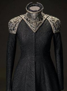 """Cersei Lannister + Costume Details by Michele Clapton """"She's been quite extravagant."""" Clapton comments on Cersei's outfits this season, which incorporated a lot of spikes. For the stand-out dragonpit. Pretty Dresses, Beautiful Dresses, Fantasy Gowns, Character Outfits, Costume Design, Cool Outfits, Dress Up, Dress Card, Style Inspiration"""