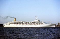 SS Canberra - P Uk Navy, Falklands War, World Water, A Day In Life, Beautiful Ocean, Navy Ships, Model Ships, Battleship, Ocean Waves