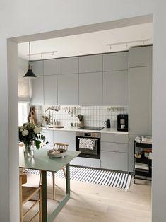 Ikea Kitchen Design, Interior Design Kitchen, Kitchen Decor, Ikea Kitchen Cupboards, Grey Ikea Kitchen, Modern Ikea Kitchens, Light Grey Kitchens, Ikea Kitchen Lighting, Ikea Lighting