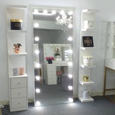 Bedroom Closet Design, Small Room Bedroom, Room Ideas Bedroom, Home Decor Bedroom, House Roof Design, Small House Interior Design, Bedroom Decor For Teen Girls, Teen Room Decor, Closet Drawers