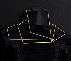 sculptural jewellery - neck sculpture in 18 carat recycled gold - architectural jewellery, ethical jewellery, art jewellery, jewellery art, jewelry art Contemporary Jewellery, Modern Jewelry, Jewelry Art, Jewelry Design, Silver Jewelry, Diy Jewelry Projects, Space Crafts, Minimalist Jewelry, Luxury Jewelry