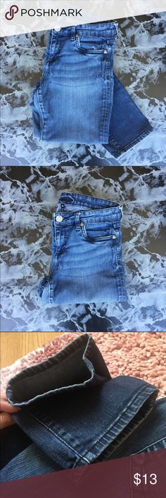 Kit from the Kloth Skinny Jeans Blue jeans • they are very stretchy • Sz. 6 • still have a lot of life in them • used condition • fading between legs • I gained weight so they stopped fitting • make me an offer Kut from the Kloth Jeans Skinny