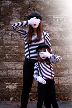 Partners In Mime Costume {homemade halloween costumes} Looking for a last minute costume idea? This mime costume is super simple and can be recreated using… Costume Halloween, Mime Costume, Costume Carnaval, Circus Costume, Carnival Costumes, Halloween Kostüm, Holidays Halloween, Mother Daughter Halloween Costumes, Carnival Diy